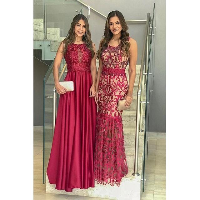 Dois vestidos vermelhos