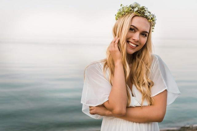 Noiva com tiara de flores