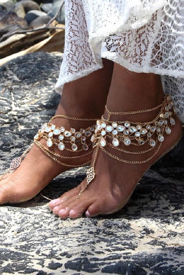 Adereço brilhante nos pés