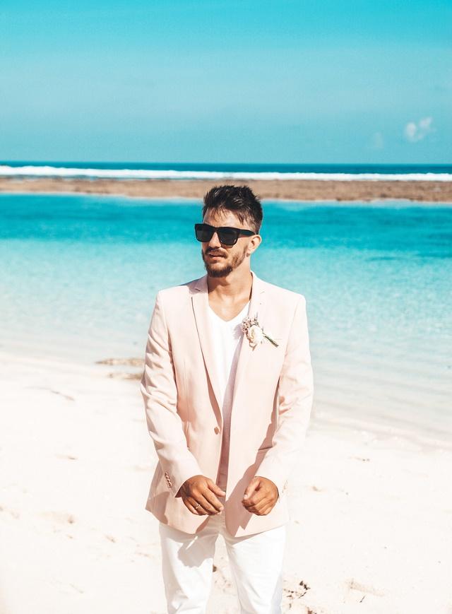 Homem com óculos de sol